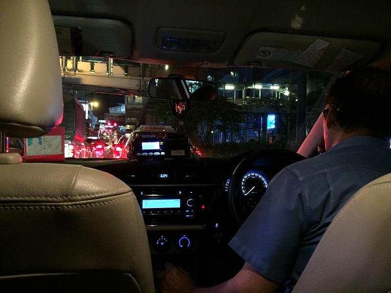 タクシー朝